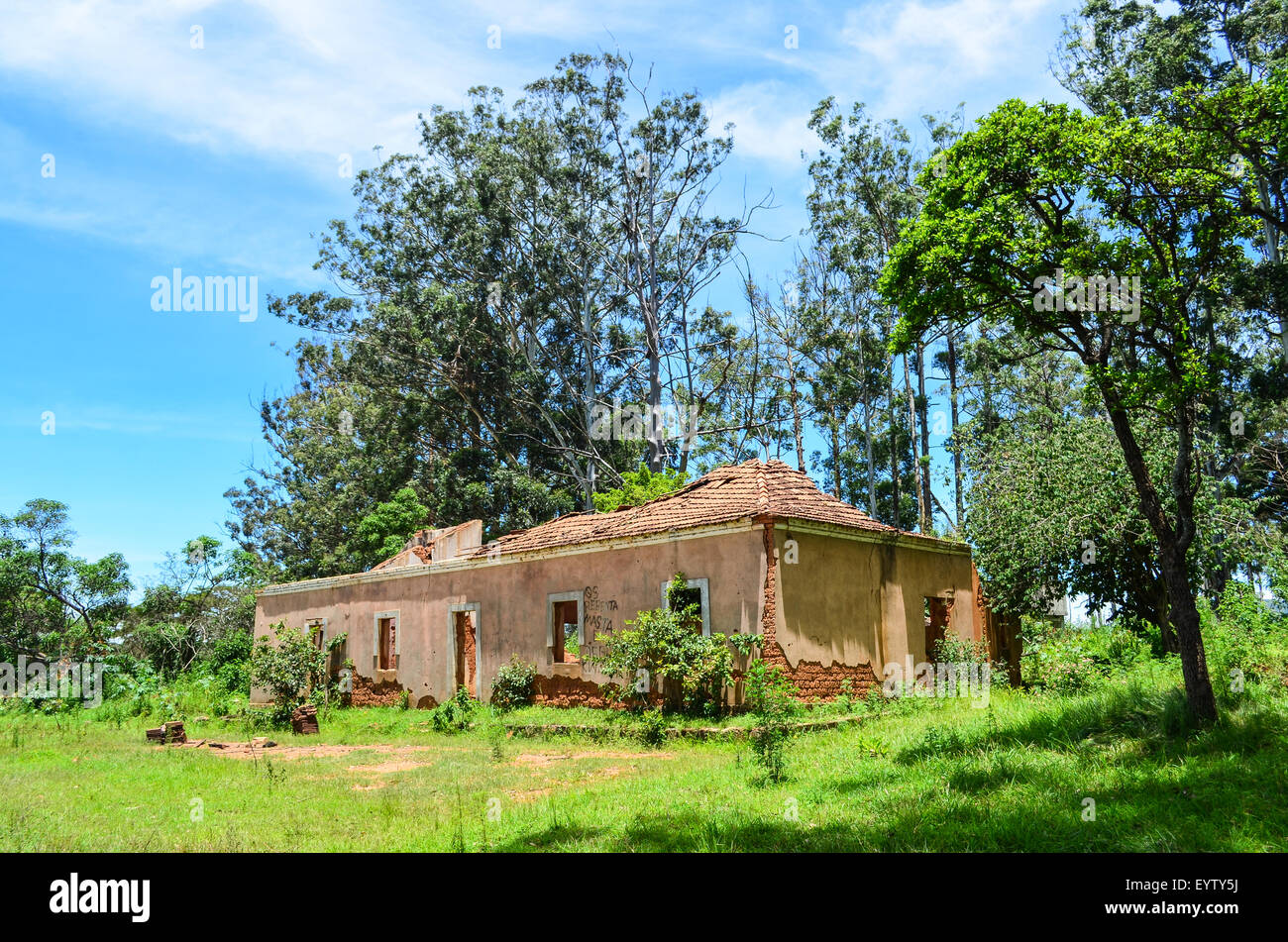 Ruins of a house in Angola - Stock Image