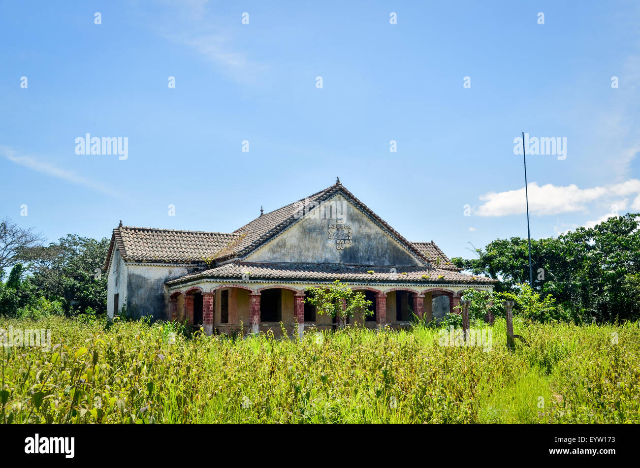 Ruins of a colonial large house in rural Angola (Monserrate, Cuanza Norte) - Stock Image