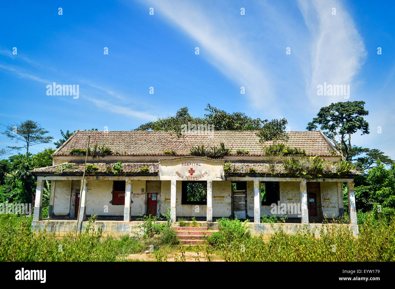 Ruins of a hospital / health center in rural Angola (Monserrate, Cuanza Norte) - Stock Image