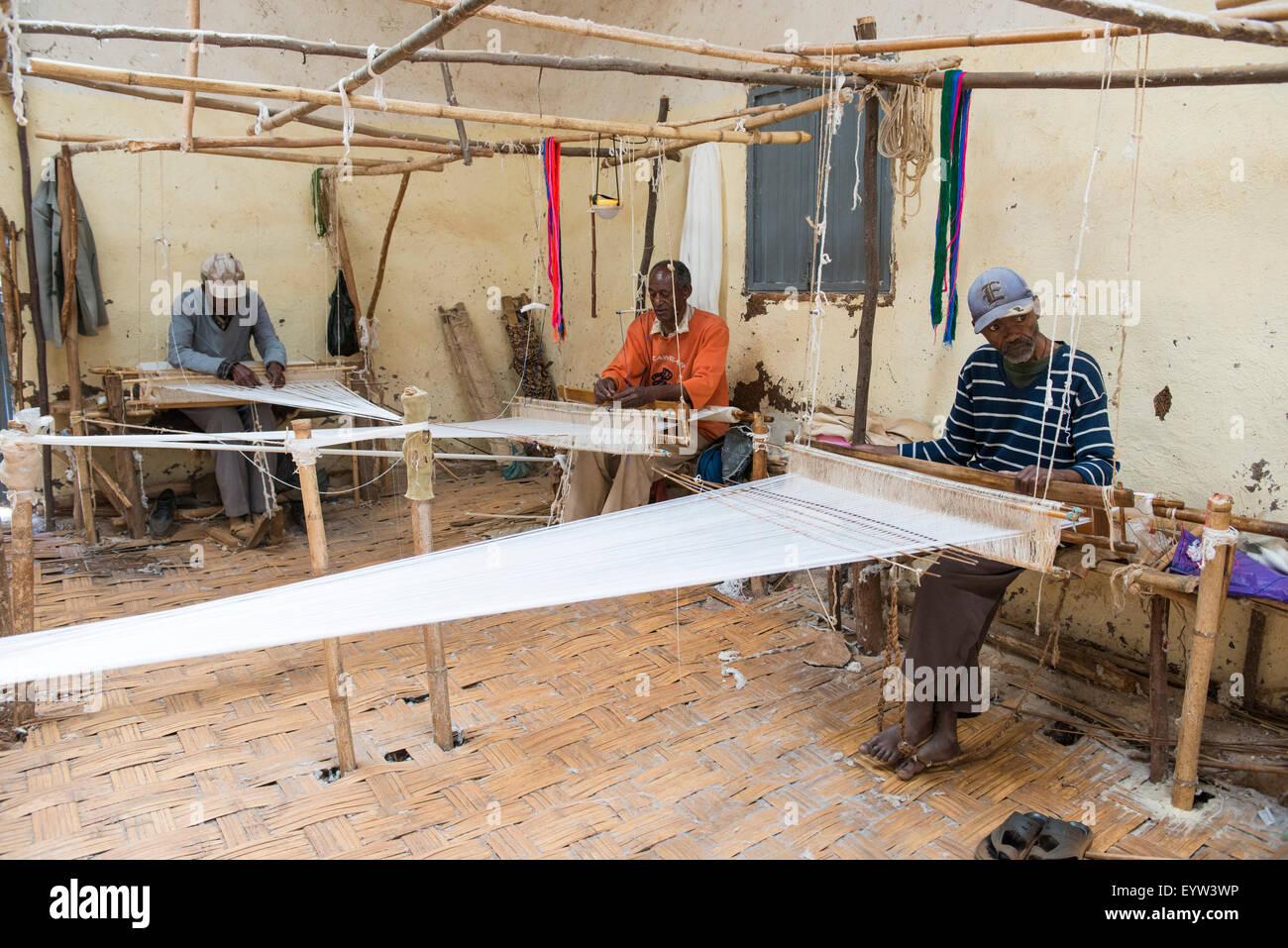 Traditional cotton weavers, Dorze, Ethiopia - Stock Image