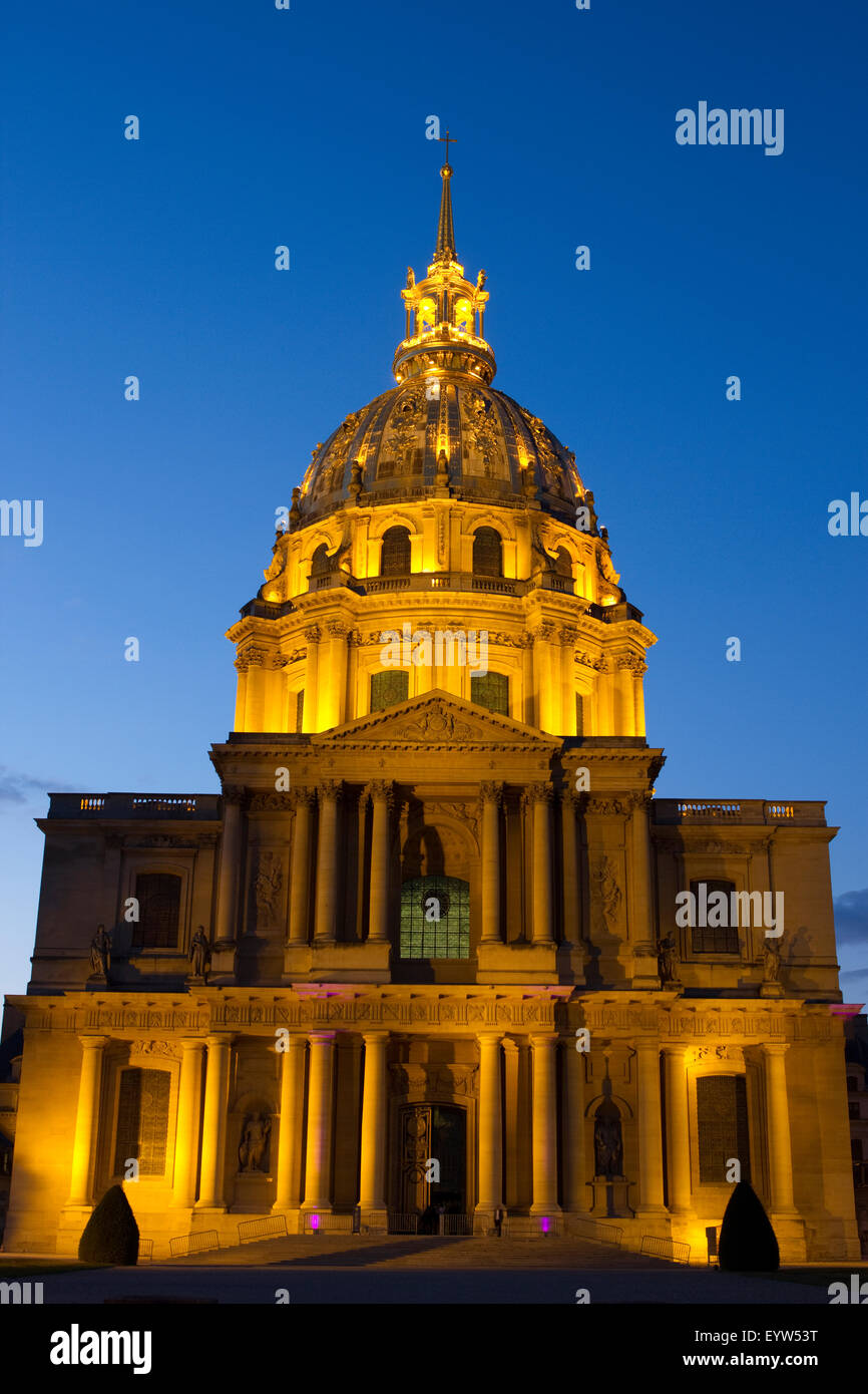 Les Invalides in Paris, France, at Blue Hour. - Stock Image