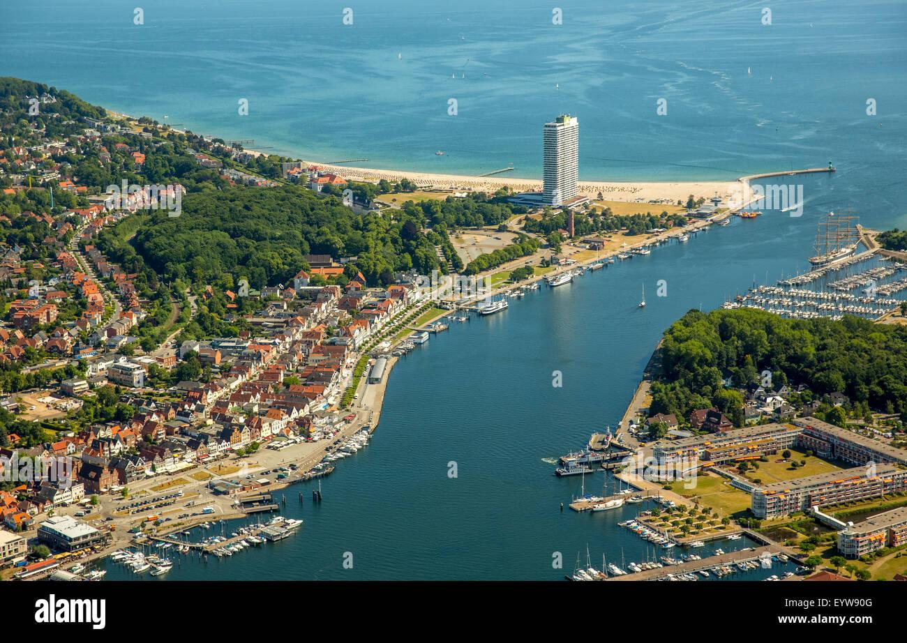 Mouth of the Trave and Hotel Maritim, skyscraper and landmark of Travemünde, Bay of Lübeck, Travemünde, - Stock Image
