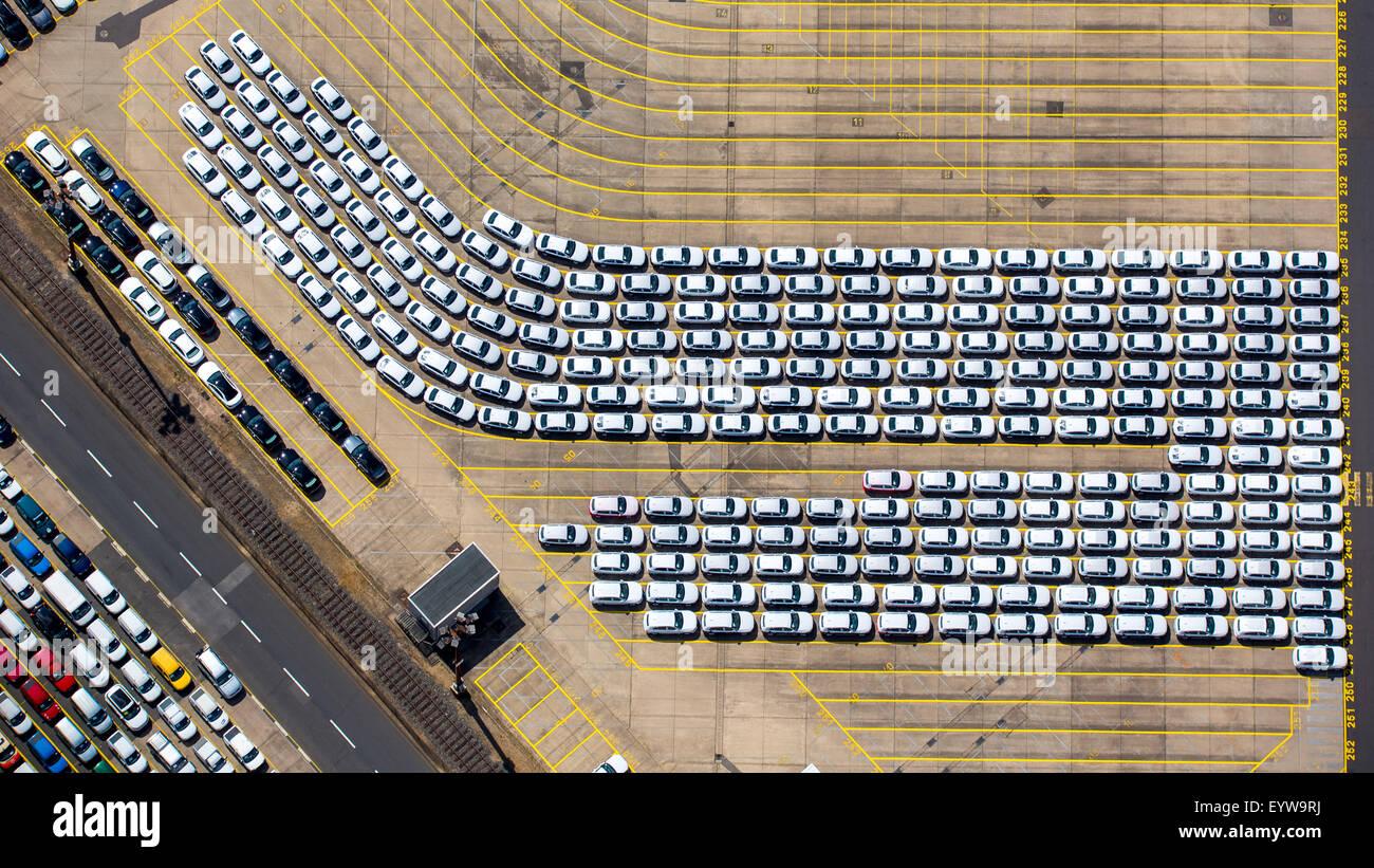 Loading new cars, Hansahafen, Unikai, Port of Hamburg, Elbe, Hamburg, Germany - Stock Image
