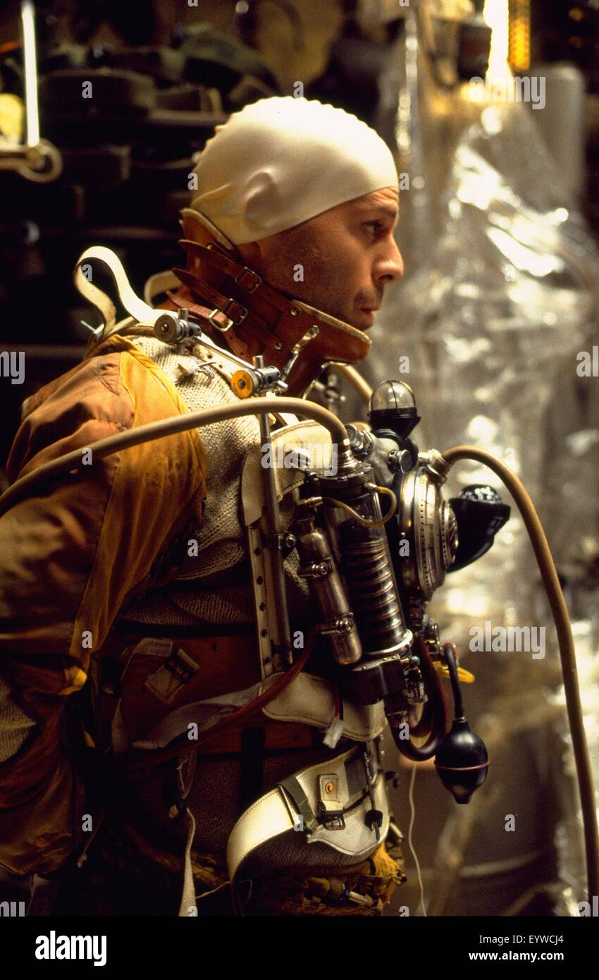 Twelve Monkeys ; Year : 1995 USA ; Director : Terry Gilliam ; Bruce Willis ; Photo: Phil Caruso - Stock Image