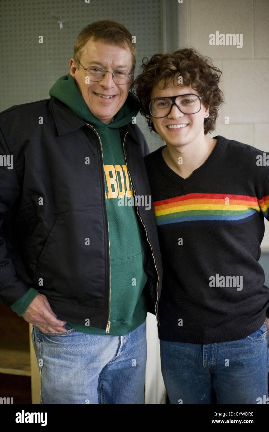 Milk Year : 2008 USA Director : Gus van Sant Emile Hirsch avec Cleve Jones (he plays his character) Photo de tournage - Stock Image