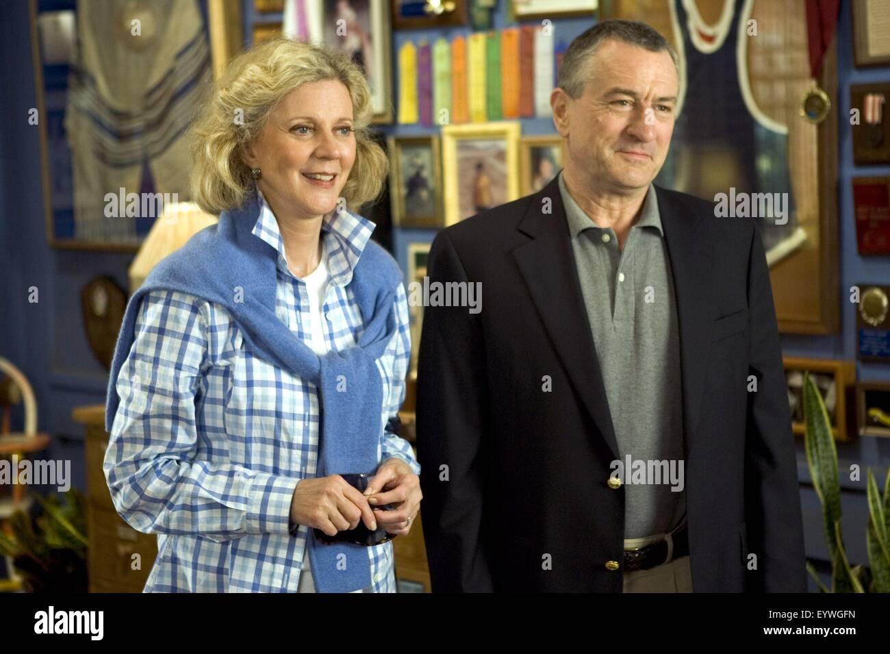 Meet the Fockers ; Year : 2004 USA ; Director : Jay Roach ; Blythe Danner, Robert De Niro ; Photo: Tracy Bennett - Stock Image