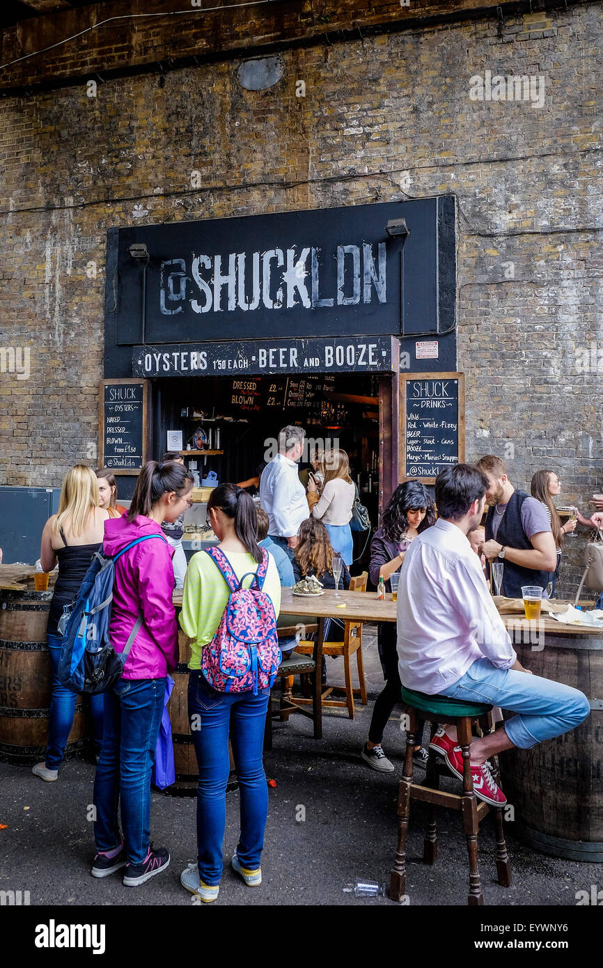 Shuck Oyster Bar in Borough Market, London. - Stock Image