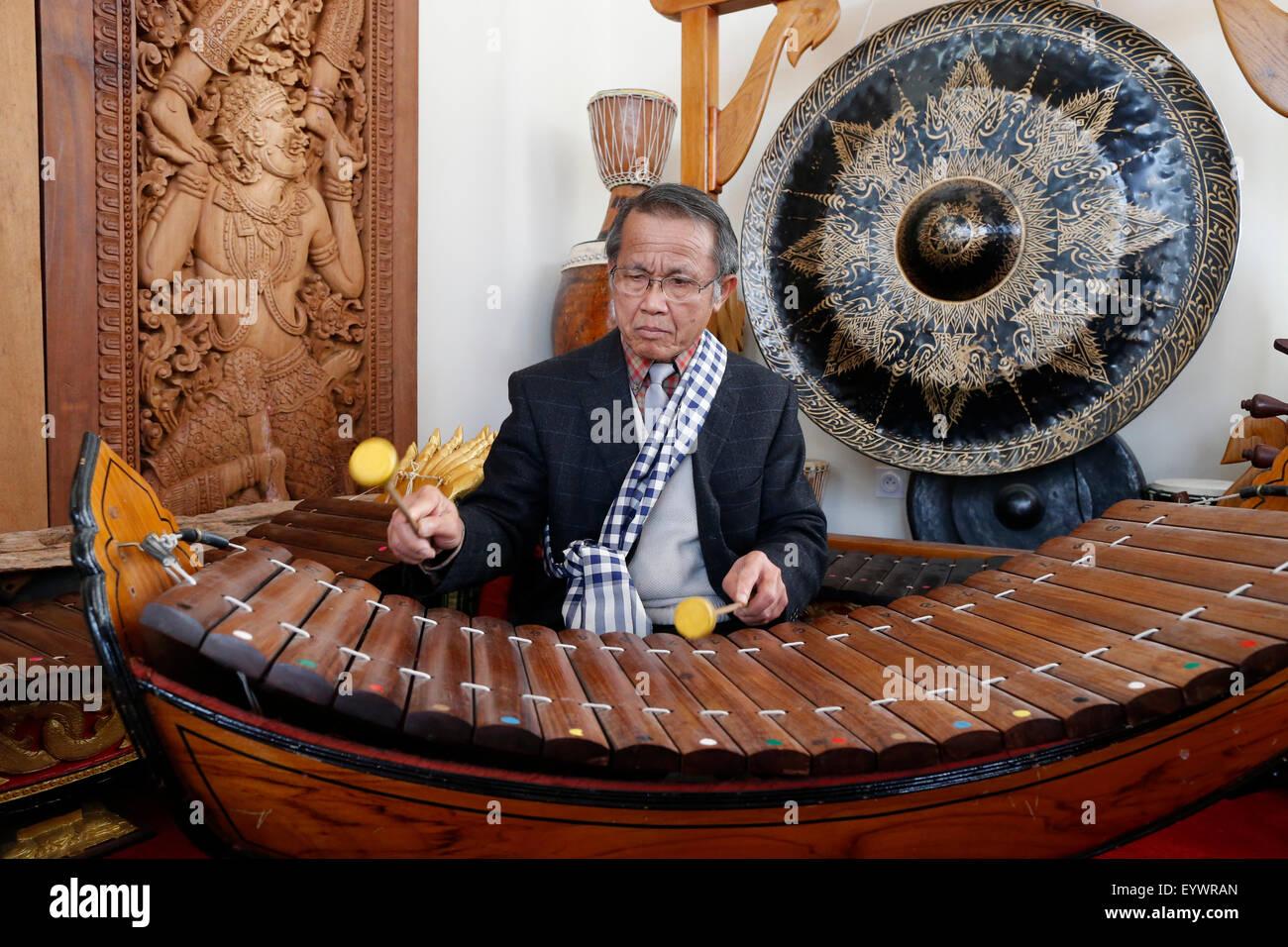 Laotian traditional music, xylophone Lanat, Wat Velouvanaram, Bussy St. George, Seine et Marne, France, Europe - Stock Image