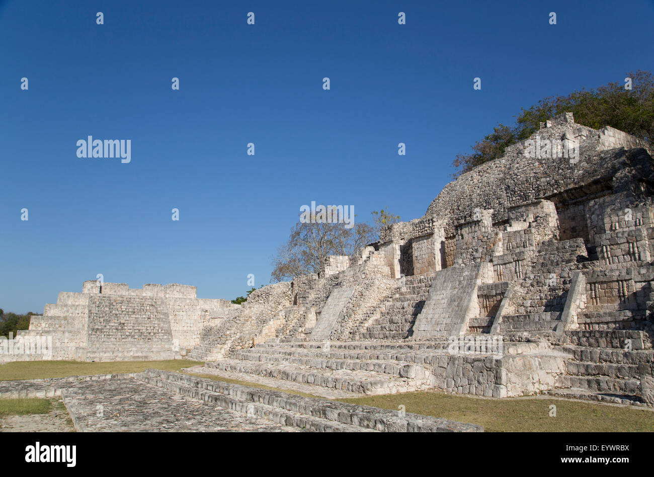 Patio Puuc in the foreground, and Northeastern Temple behind, Edzna, Mayan archaeological site, Campeche, Mexico, - Stock Image