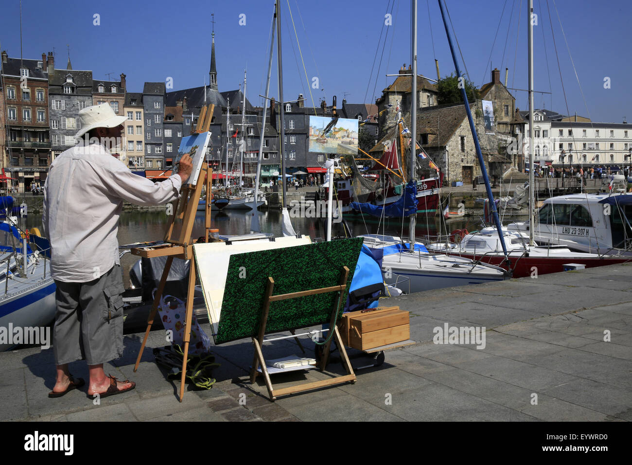 Painter on the quayside, Le Vieux Bassin, Honfleur, Basse Normandie, France, Europe - Stock Image