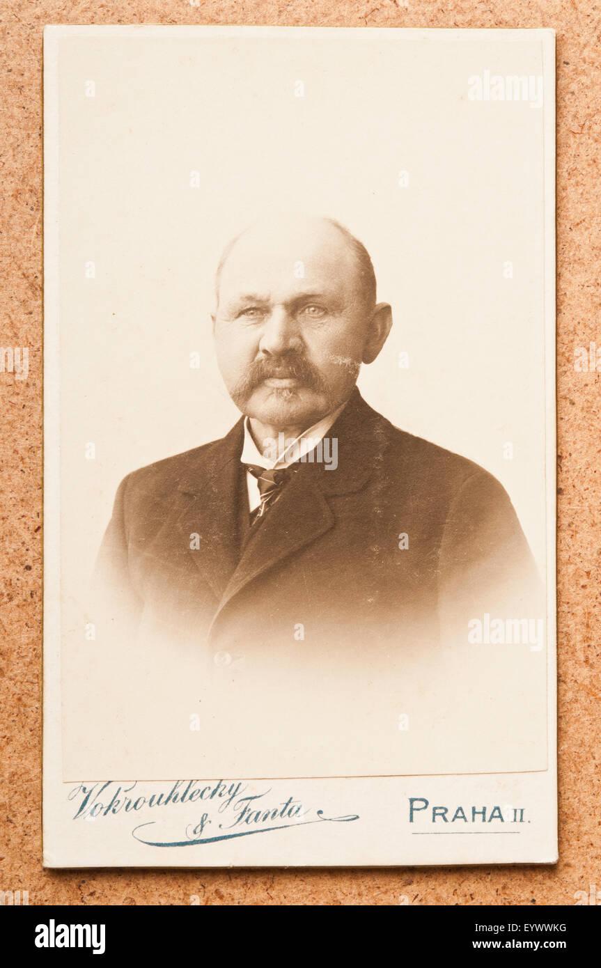 Antique 19th Century Cdv Or Carte De Visite Photo Portrait Of A Man