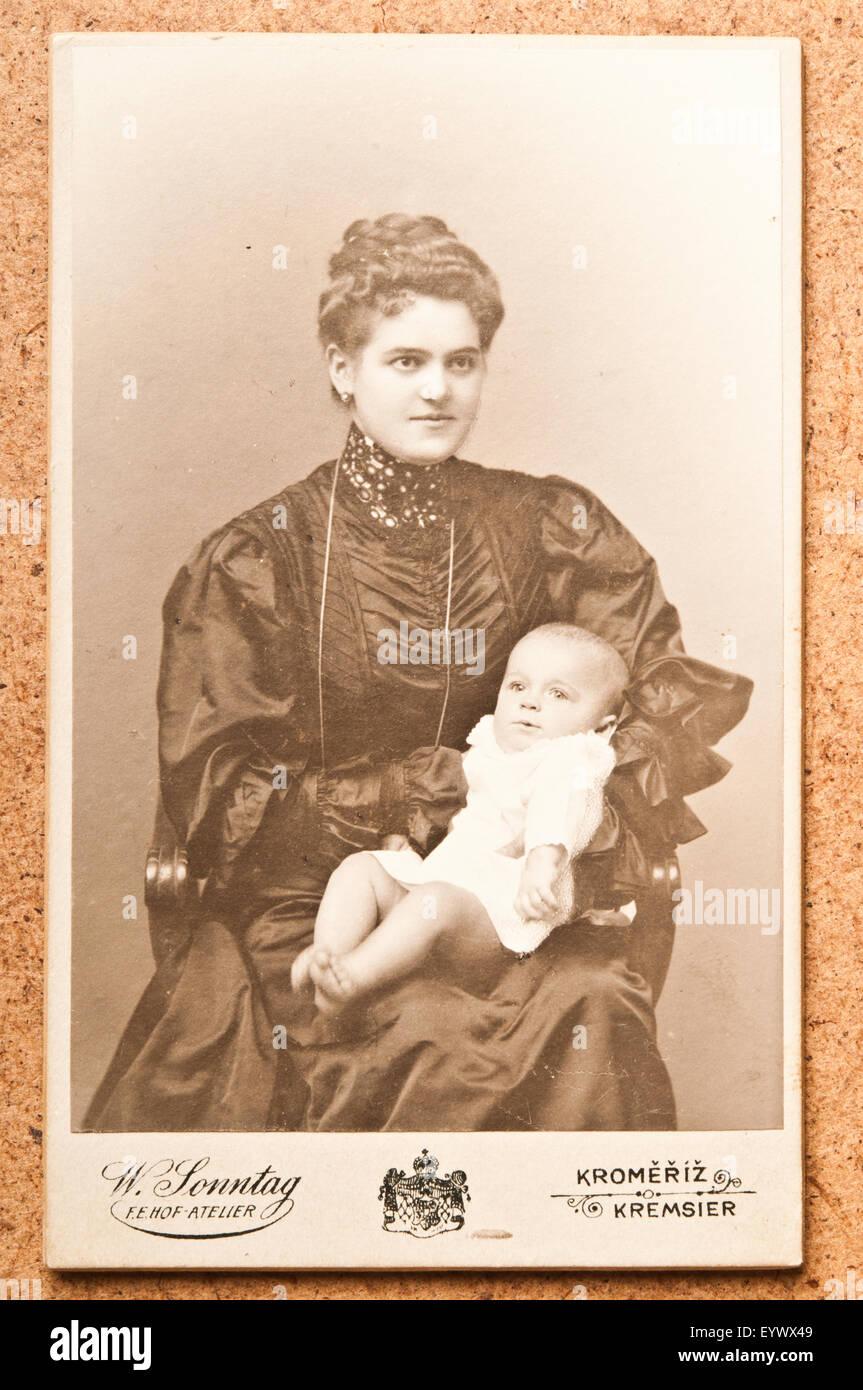 Antique 19th Century Cdv Or Carte De Visite Photo Portrait