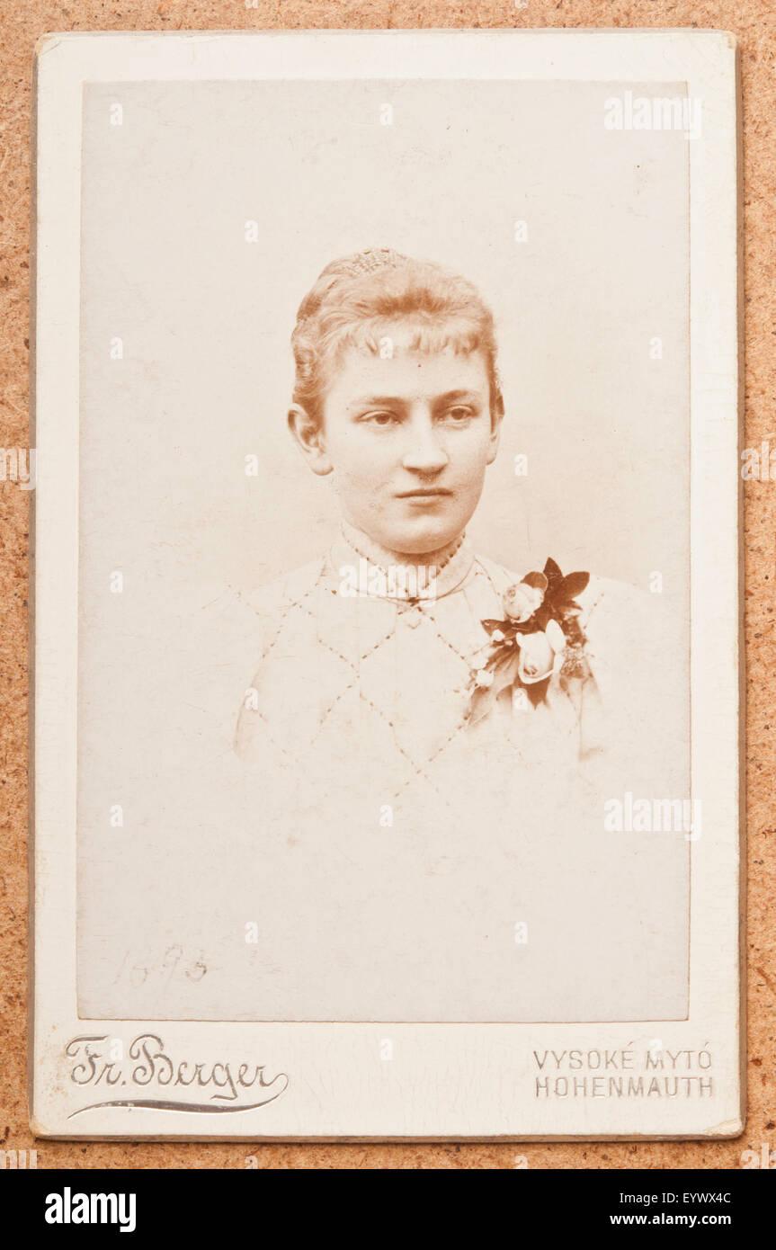 Antique 19th Century Cdv Or Carte De Visite Photo Portrait Of A Woman