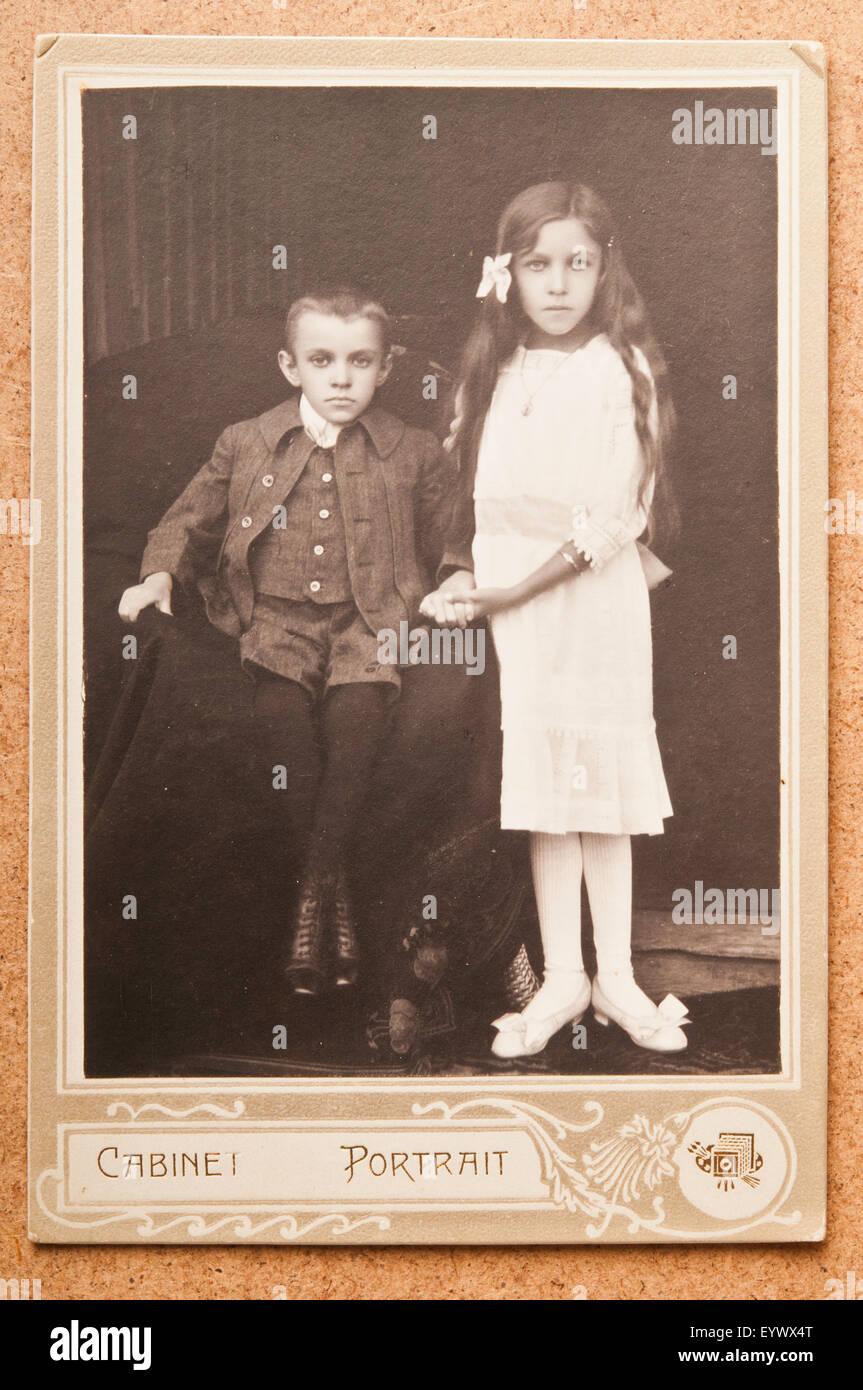 Antique 19th Century Cdv Or Carte De Visite Photo Portrait Of A Girl And Boy