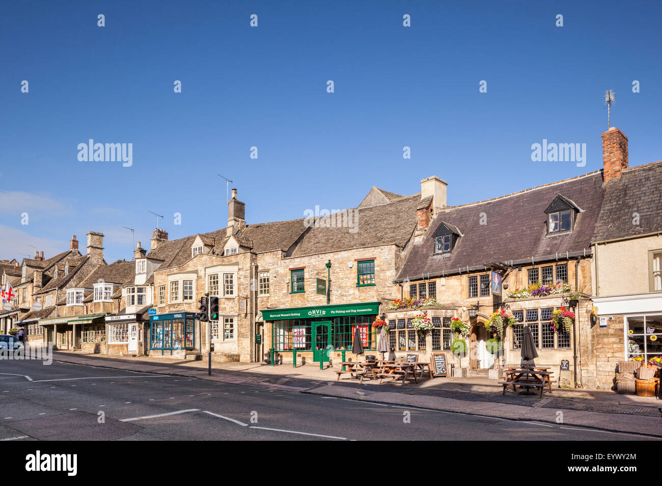 The pretty High Street in the Cotswold village of Burford, Oxfordshire, England - Stock Image