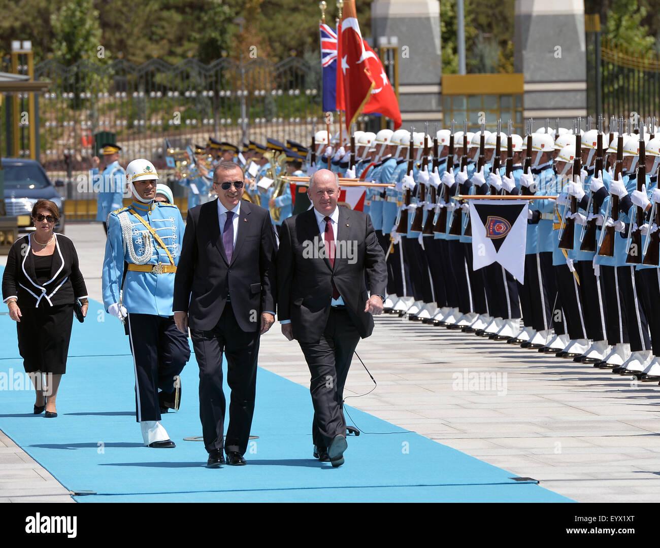 (150804)-- ANKARA, Aug. 4, 2015(Xinhua)-- Turkish President Recep Tayyip Erdogan (L, front) accompanies Governor - Stock Image