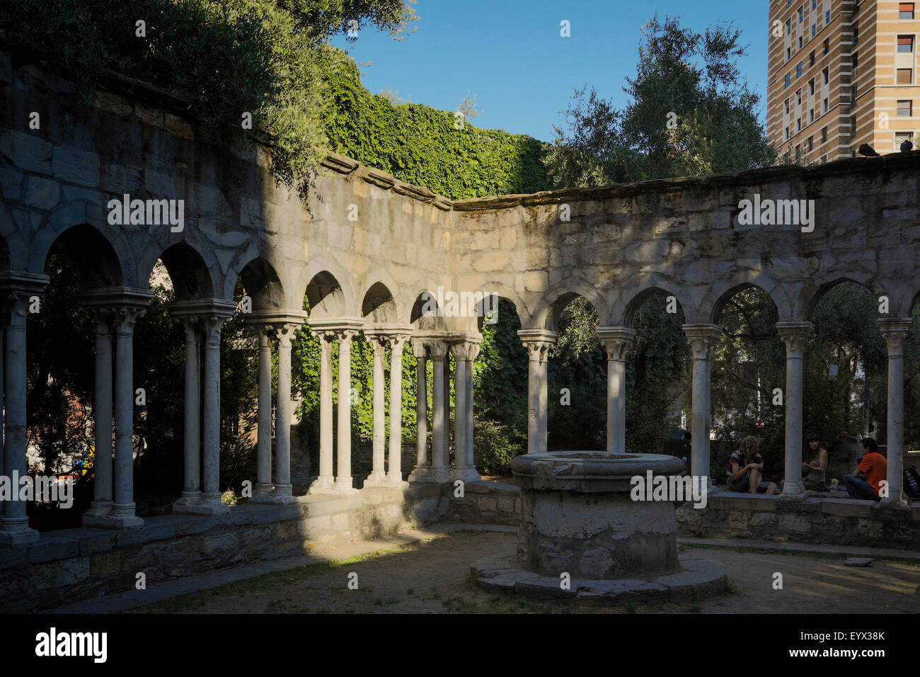 Genoa, Liguria, Italy.  12th century cloisters of Sant'Andrea. The cloisters belonged to a convent which has - Stock Image