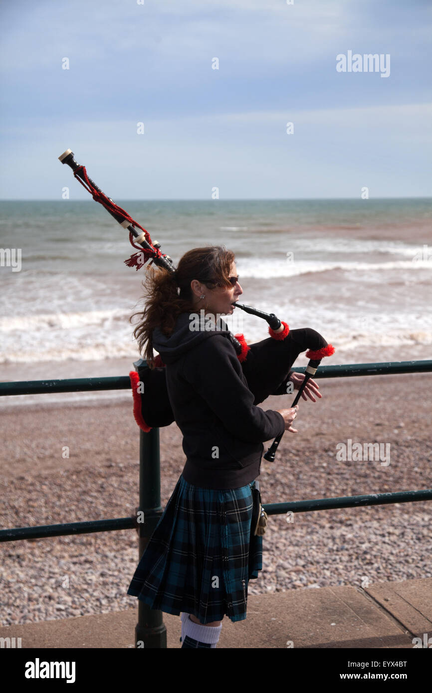Sidmouth, Devon, UK. 4th Aug, 2015. A busking couple play traditional Scottish music on bagpipes along the Esplanade Stock Photo