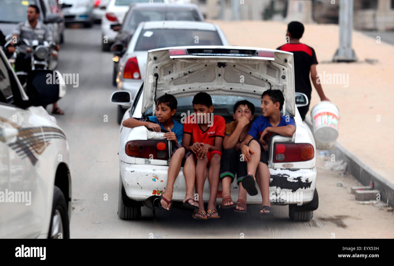 Gaza City, Gaza Strip, Palestinian Territory. 4th Aug, 2015. Palestinian children ride a car in front the Mediterranean - Stock Image