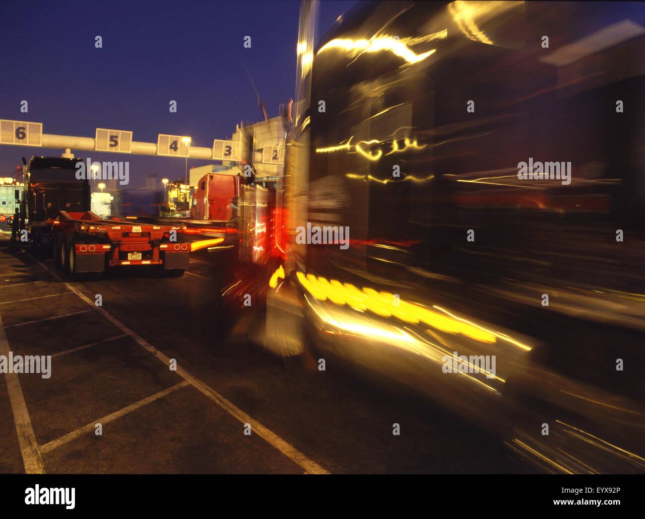 Trucks at weighing station - Stock Image