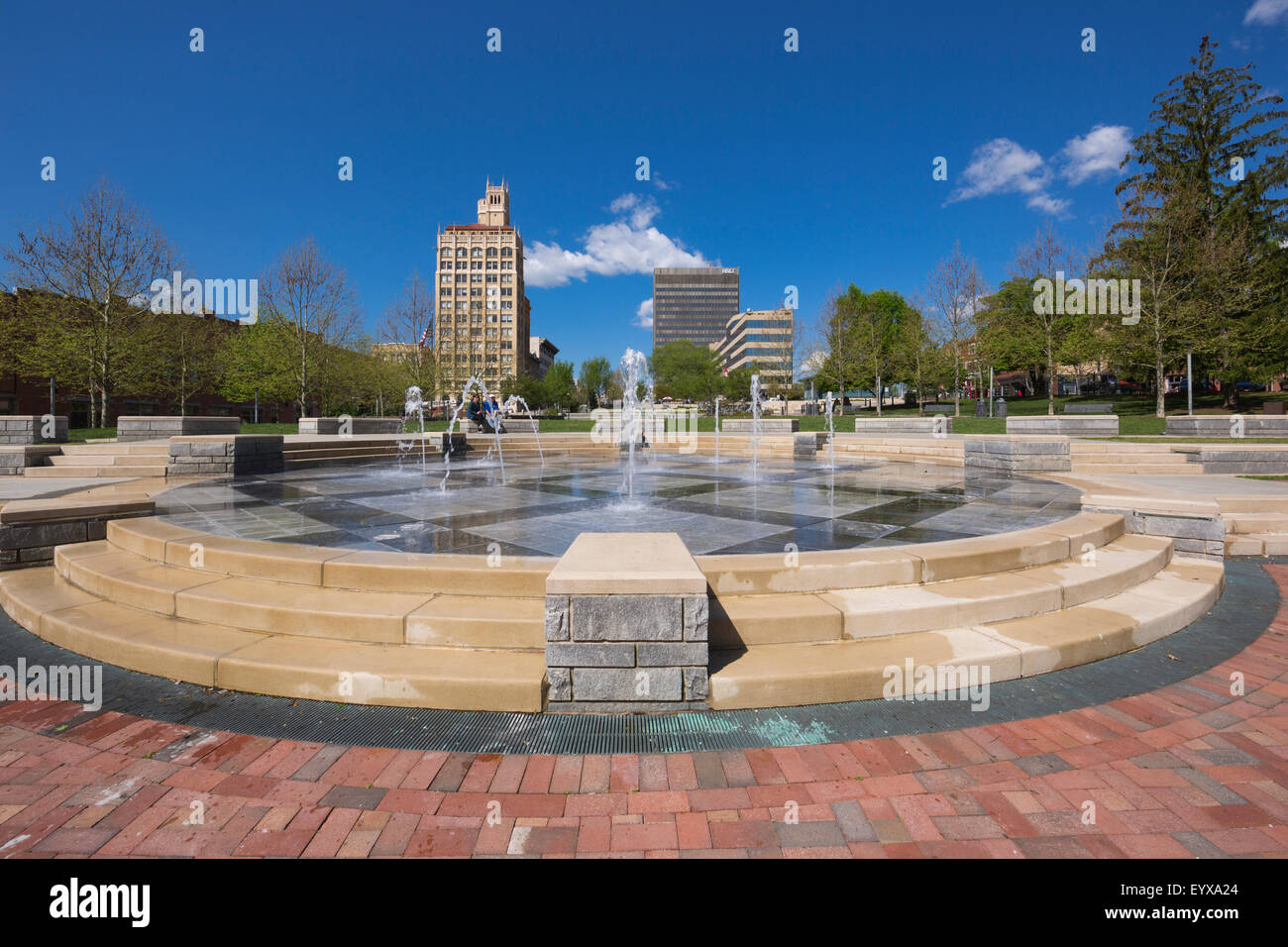 FOUNTAIN PACK SQUARE PARK DOWNTOWN ASHEVILLE BUNCOMBE COUNTY NORTH CAROLINA USA - Stock Image