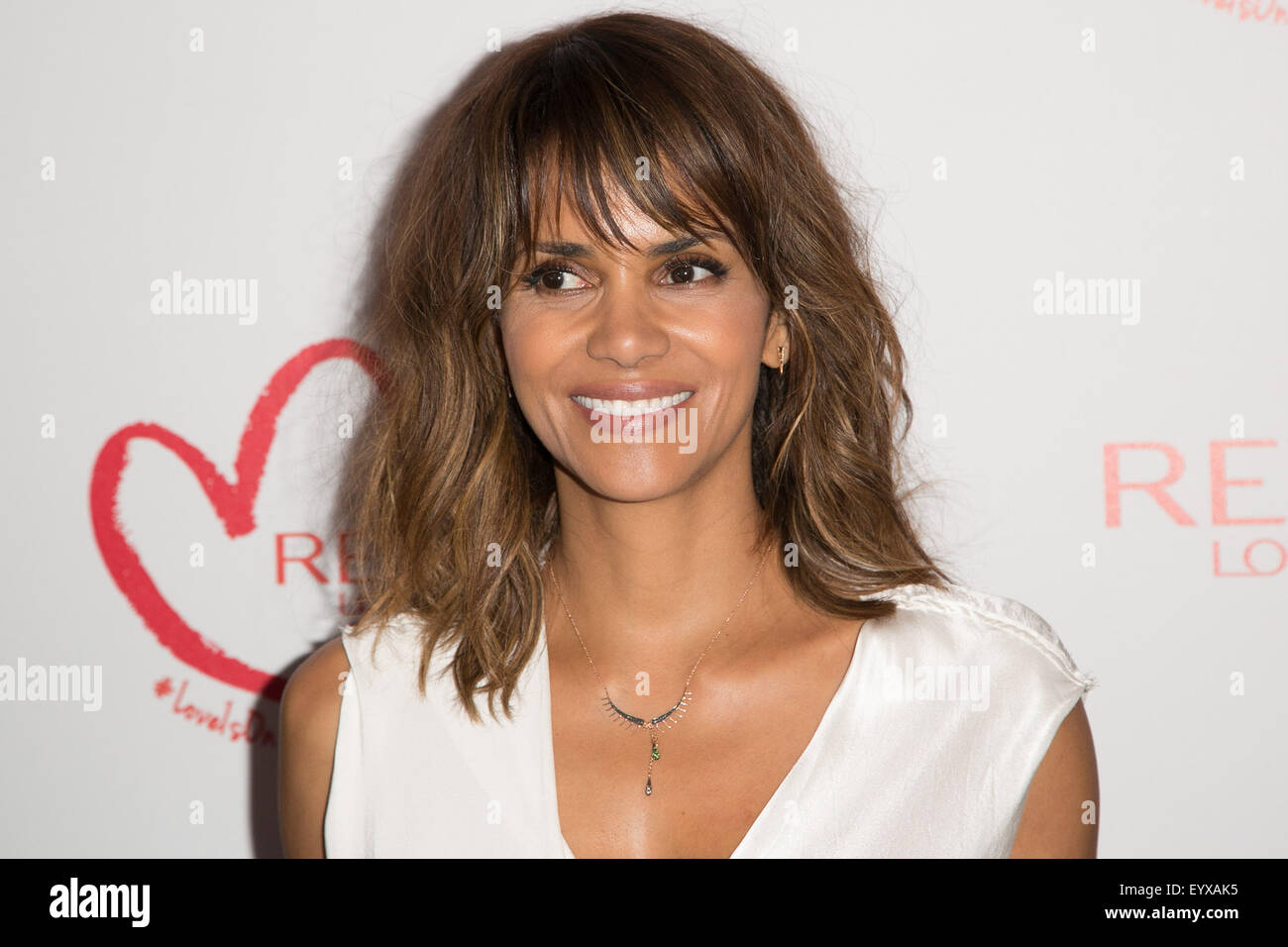 Celebrites Halle Berry naked (95 foto and video), Ass, Cleavage, Feet, cameltoe 2006