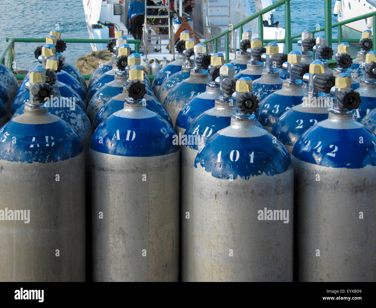 Oxygen Cylinder Stock Photos & Oxygen Cylinder Stock Images