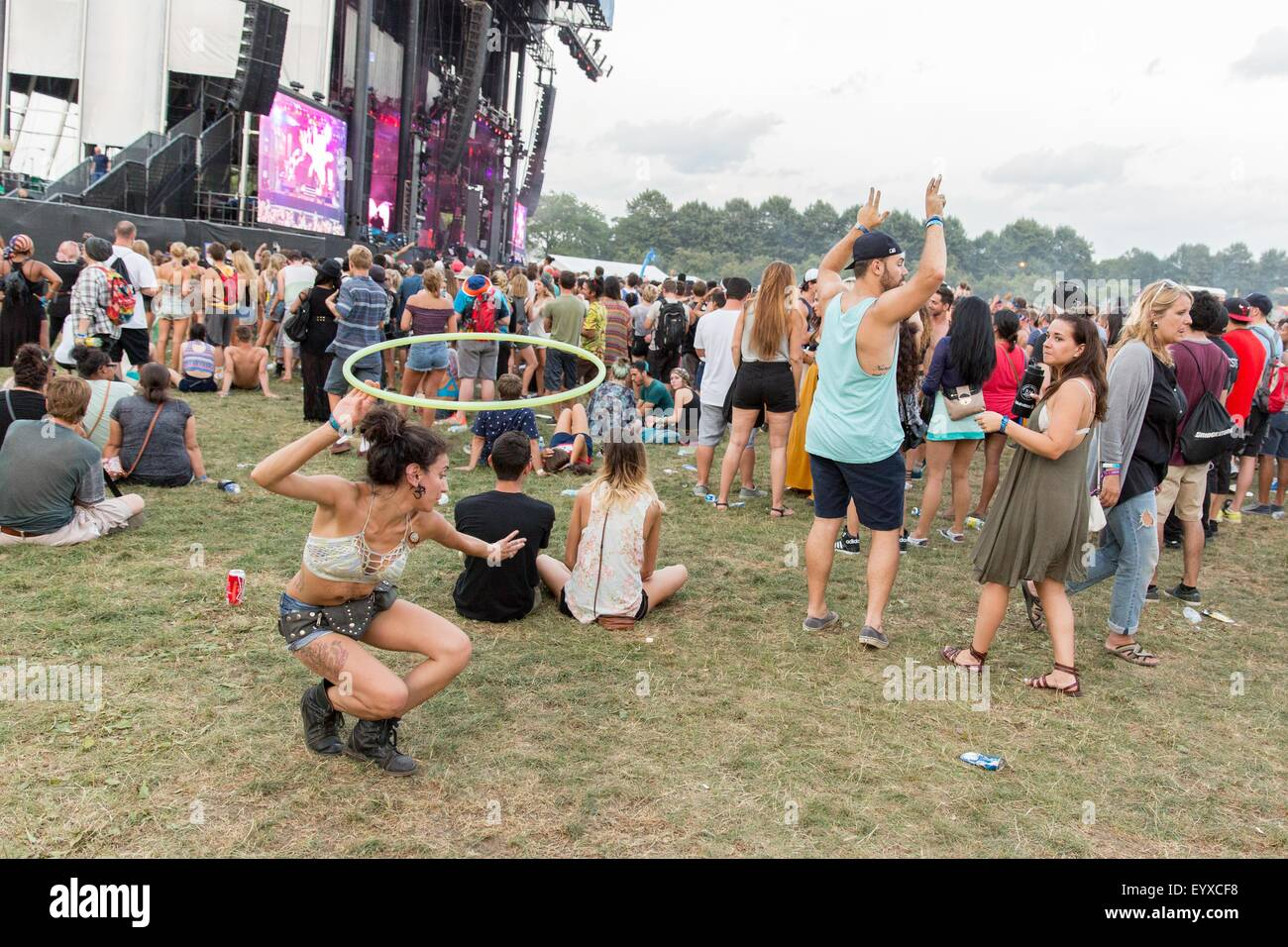 Chicago, Illinois, USA. 2nd Aug, 2015. A fan dances with a hula hoop during ASAP Rocky in Grant Park at the Lollapalooza - Stock Image