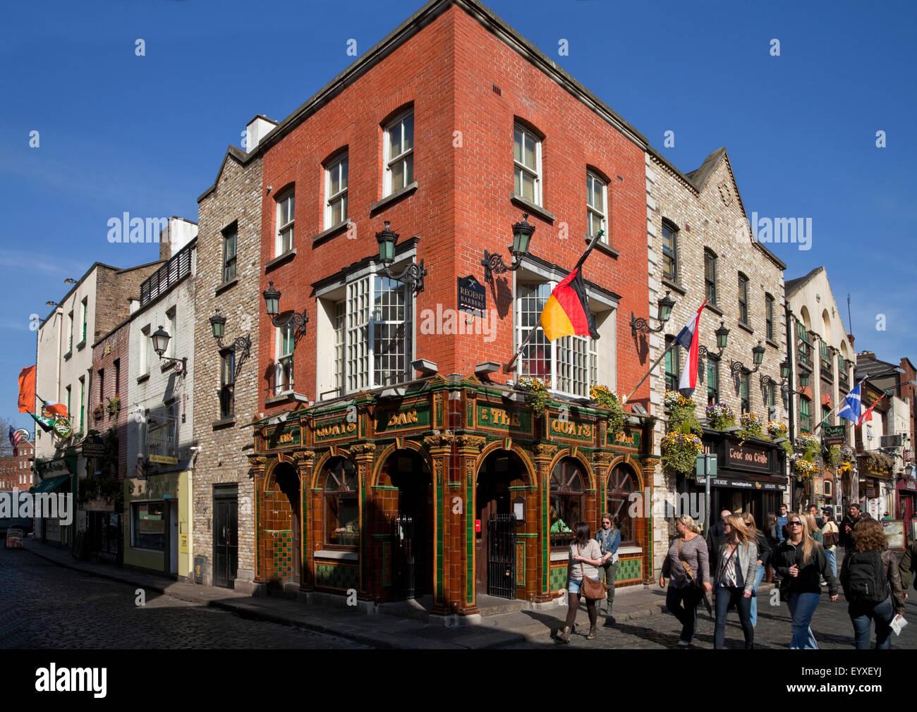 The Quays, Tiled Victorian Pub, Temple Bar, Dublin's cultural quarter, Dublin City, Ireland. - Stock Image
