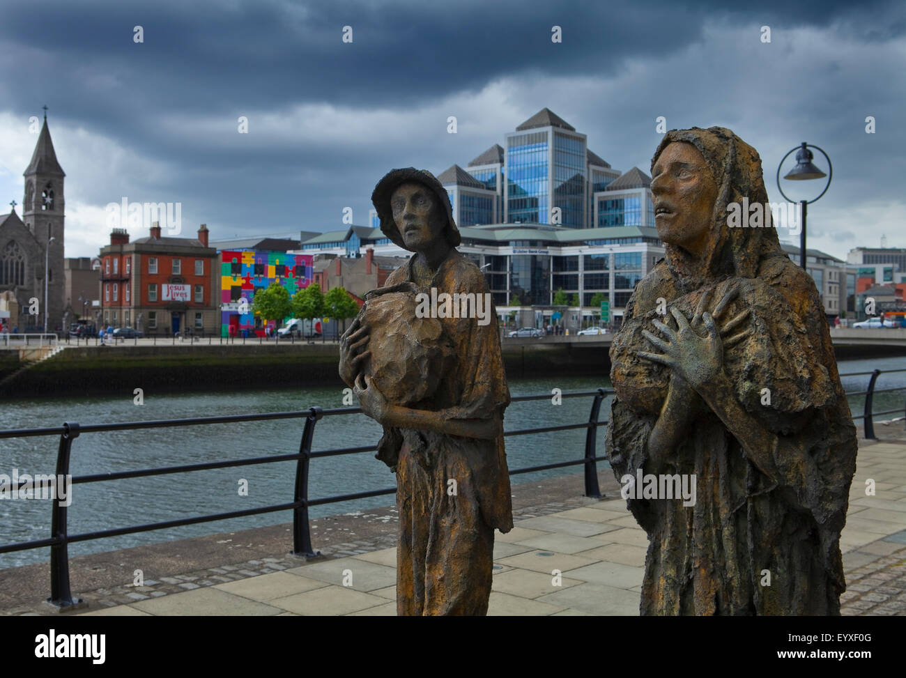 Liffey-side memorial to victims of the Irish Famine 1845 to 1852, by sculptor Rowan Gillespie, Customs House Quay, - Stock Image