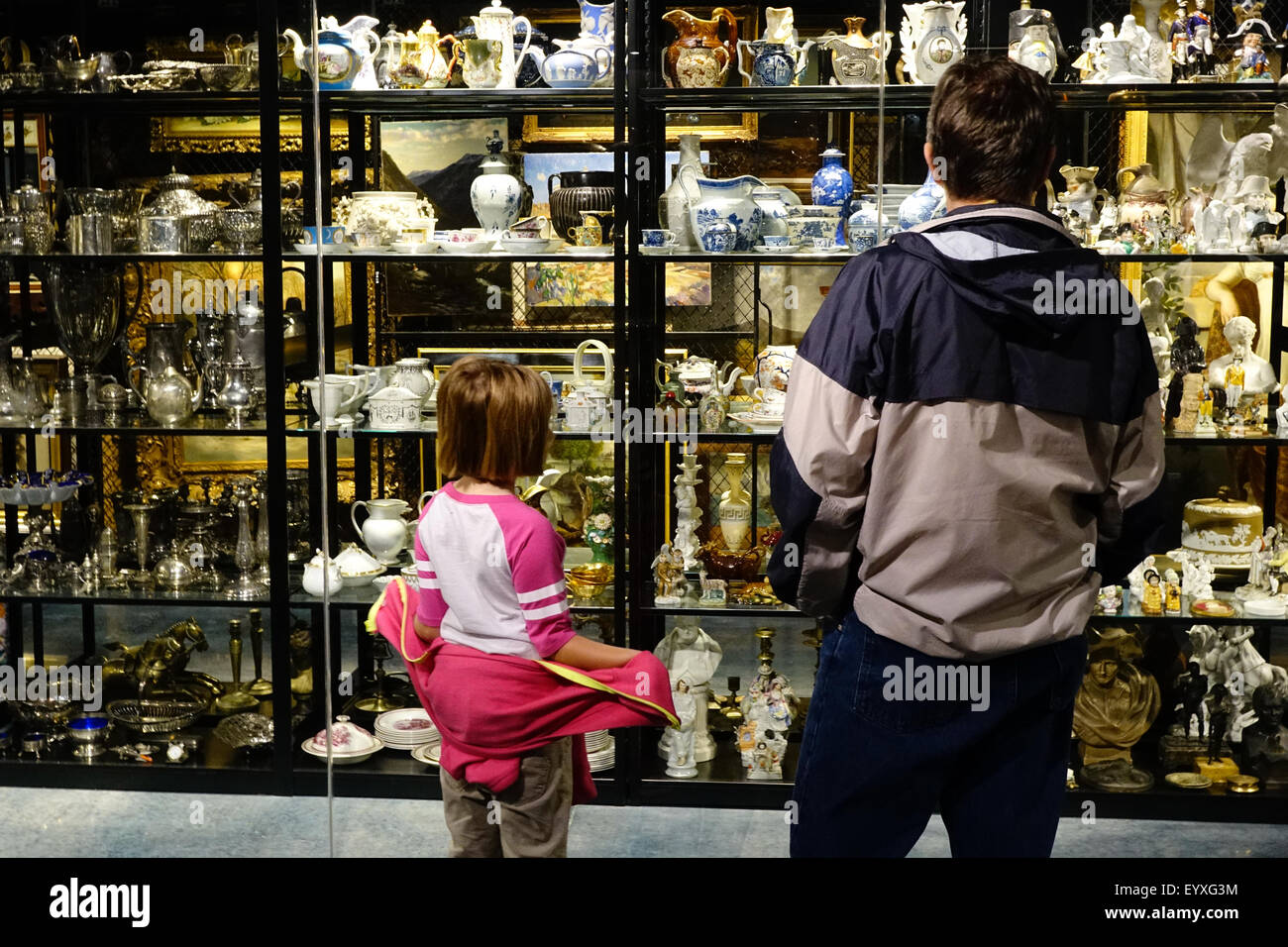 Father and daughter stand in front of The Helene B. Roberson Visible Storage Building contains about 6,000 art objects. - Stock Image
