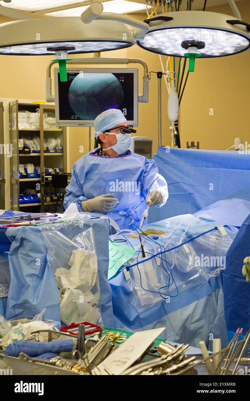 Englewood, Colorado - Dr. Paul Elliott performs minimally invasive lumbar spine surgery on a patient at Swedish - Stock Image