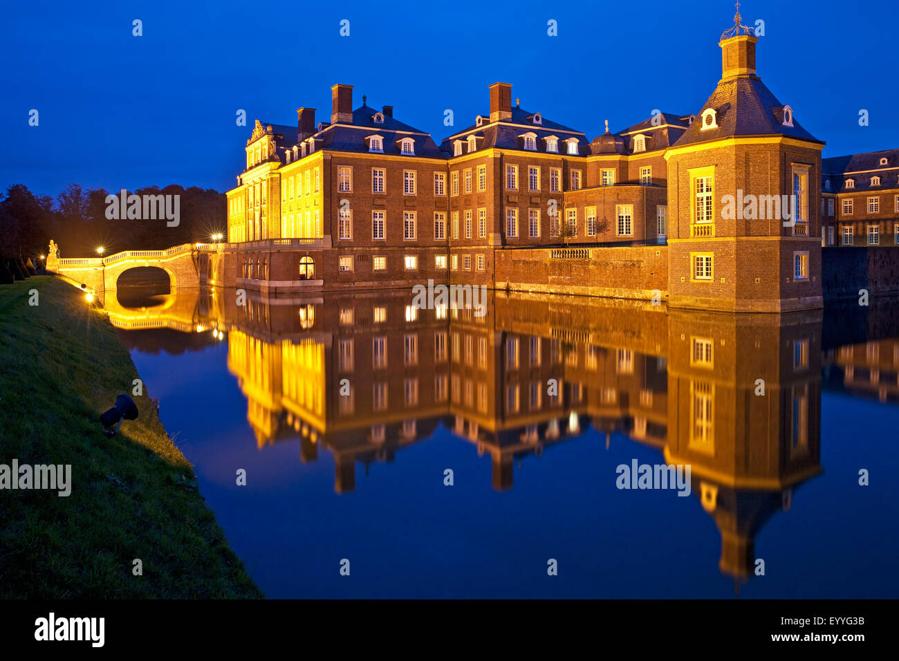 illuminated Castle Nordkirchen at blue hour, Germany, North Rhine-Westphalia, Muensterland, Nordkirchen Stock Photo