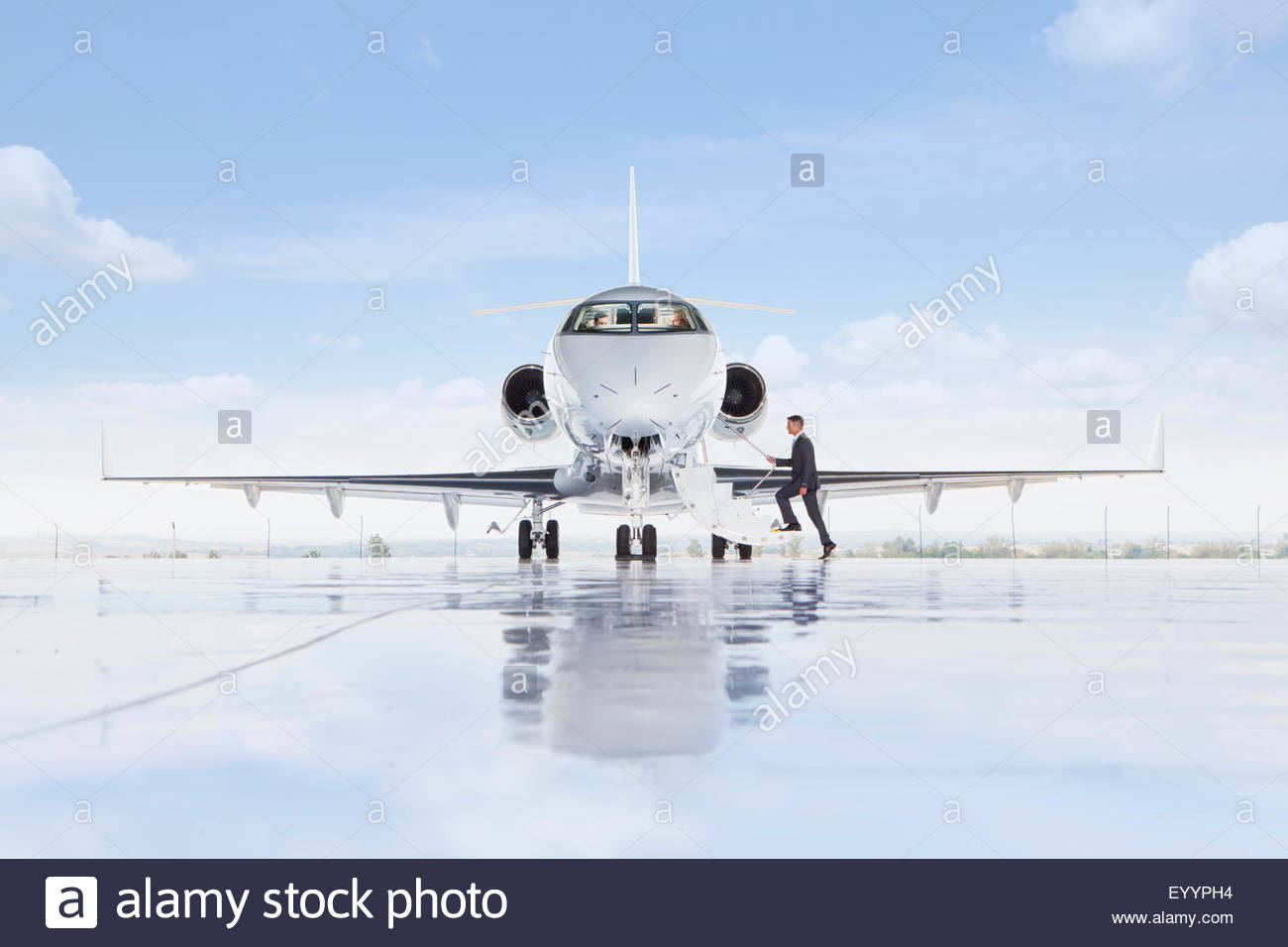 Businessman boarding private jet - Stock Image
