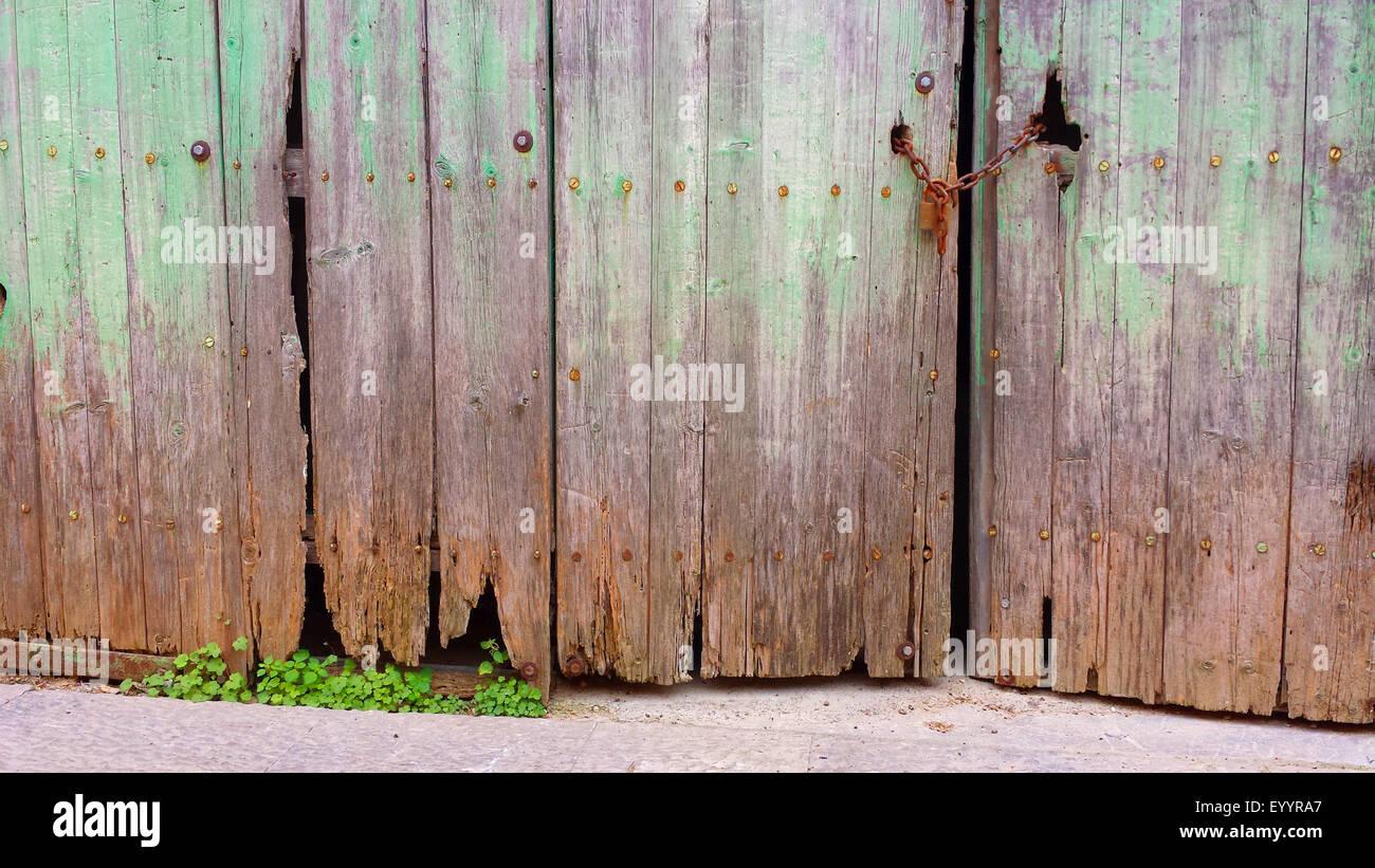 weeds unter rotten wooden gate, Spain, Balearen, Majorca, Alcudia - Stock Image