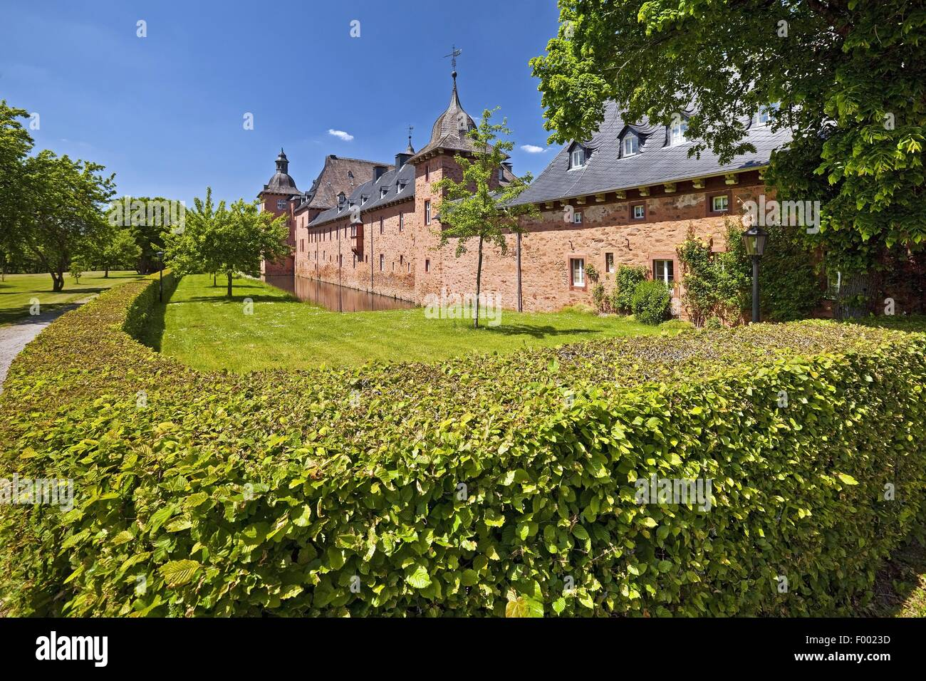 Castle Adolfsburg in the district Oderhundem, Germany, North Rhine-Westphalia, Sauerland, Kirchhundem - Stock Image