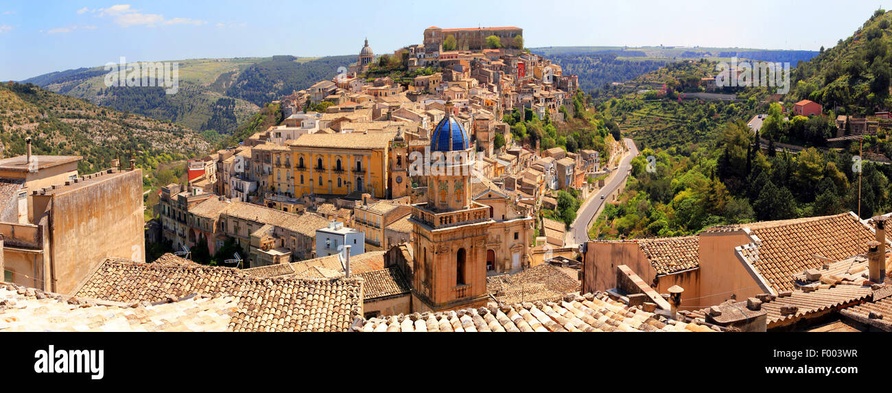 late-baroque historical town centre of mountain town Ragusa, Italy, Sicilia, Ragusa - Stock Image