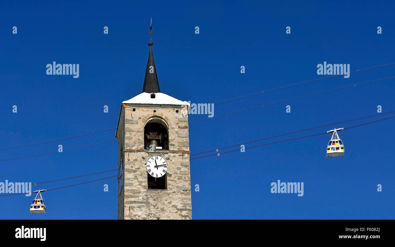 cablecar in Paradiski between Les Arcs ski resort and La Plagne, church of Peisey, France, Savoie, Les Arcs - Stock Image