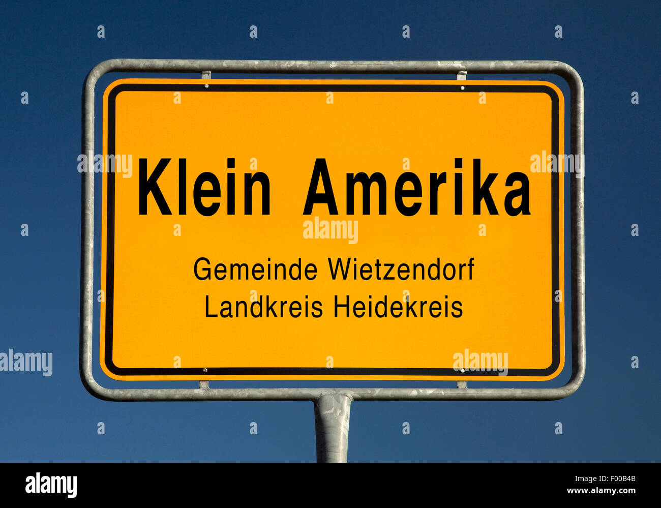 Klein Amerika place name sign, Germany, Lower Saxony, Landkreis Heidekreis, Wietzendorf - Stock Image