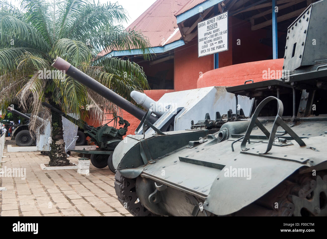 Tank at the entrance of the Armed Forces museum of Kumasi, Ghana - Stock Image