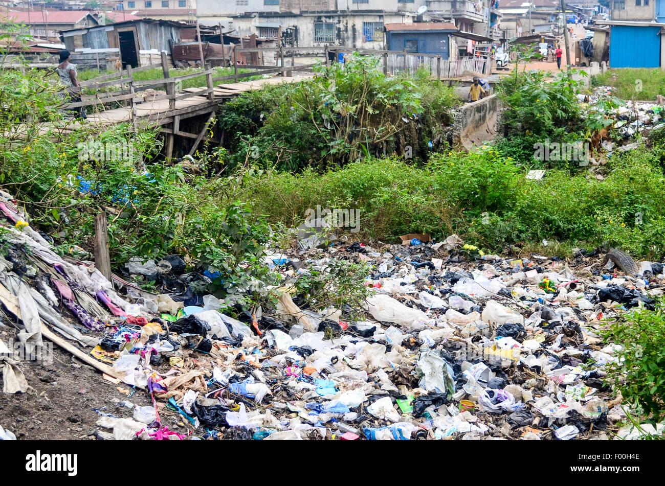 Trash in the poor suburbs of Kumasi, Ghana - Stock Image