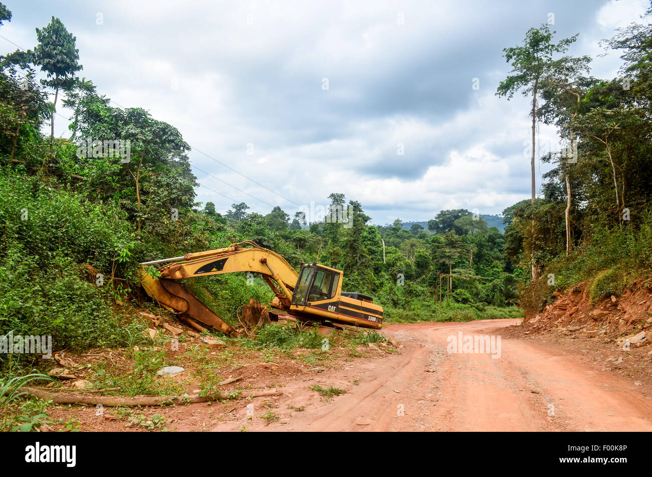 Abandoned excavator by the side of a dirt road in the countryside of Ghana - Stock Image