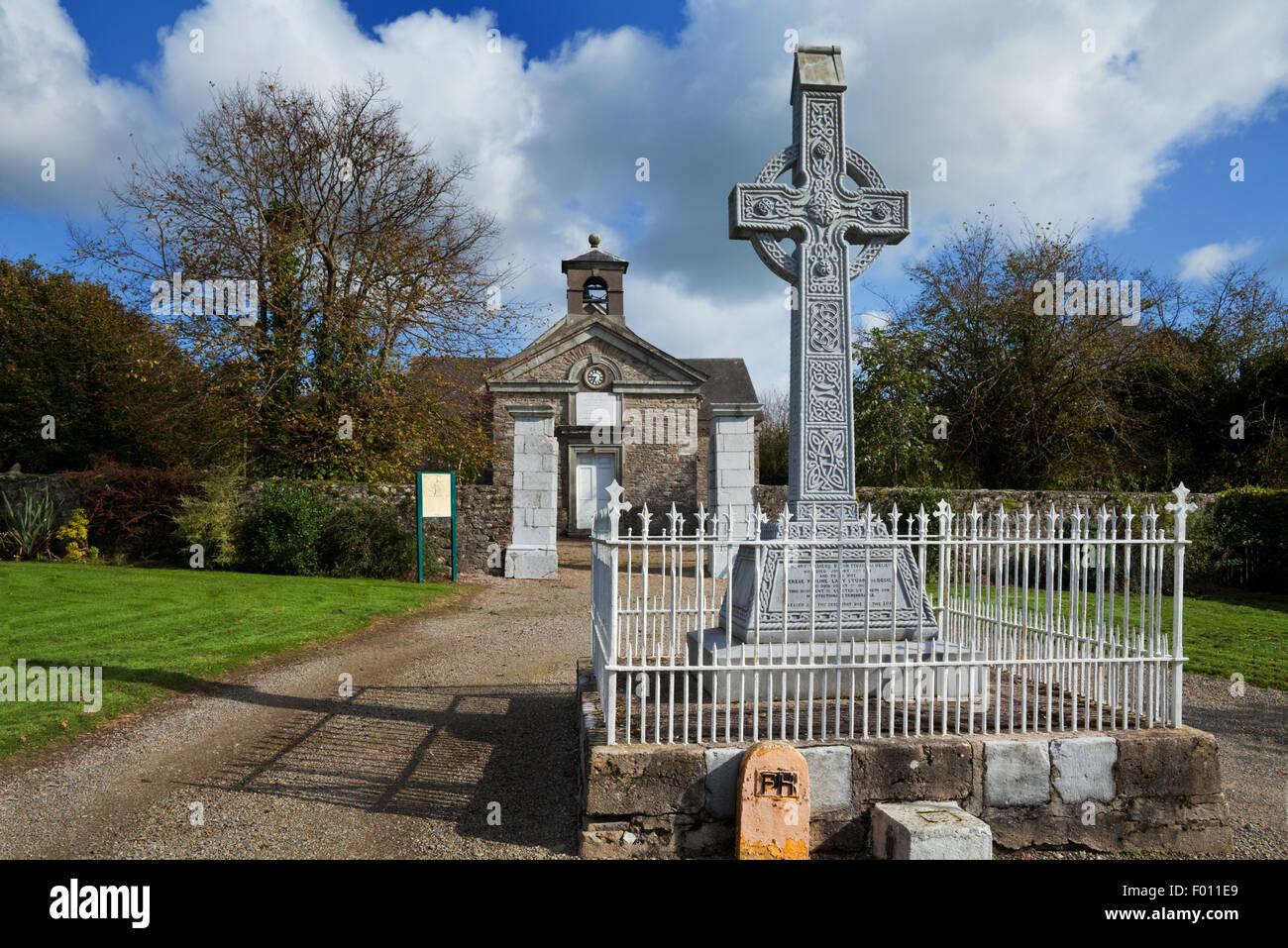 Memorial Cross to Lord Stuart de Decies, Villierstown Model Village established in 1740 as a linen weaving centre, - Stock Image