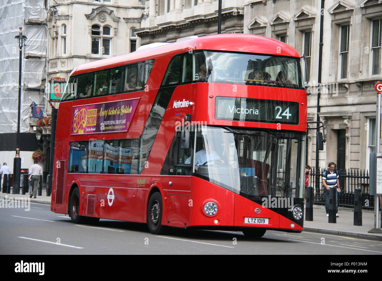 A METROLINE RED LONDON NEW ROUTEMASTER BUS ON SERVICE 24 IN LONDON - Stock Image