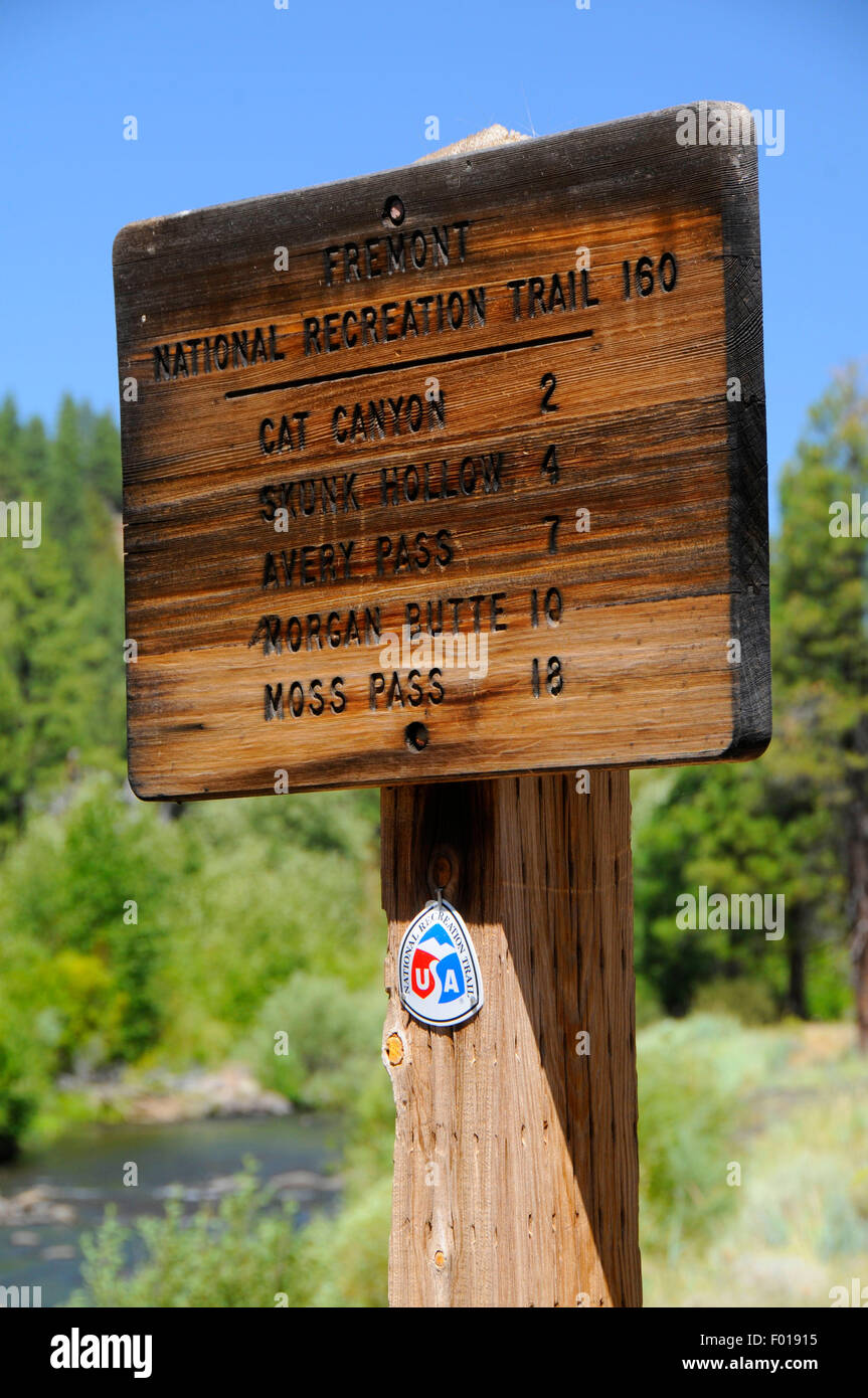 Fremont National Recreation Trail sign at Chewaucan River, Fremont National Forest, Oregon - Stock Image