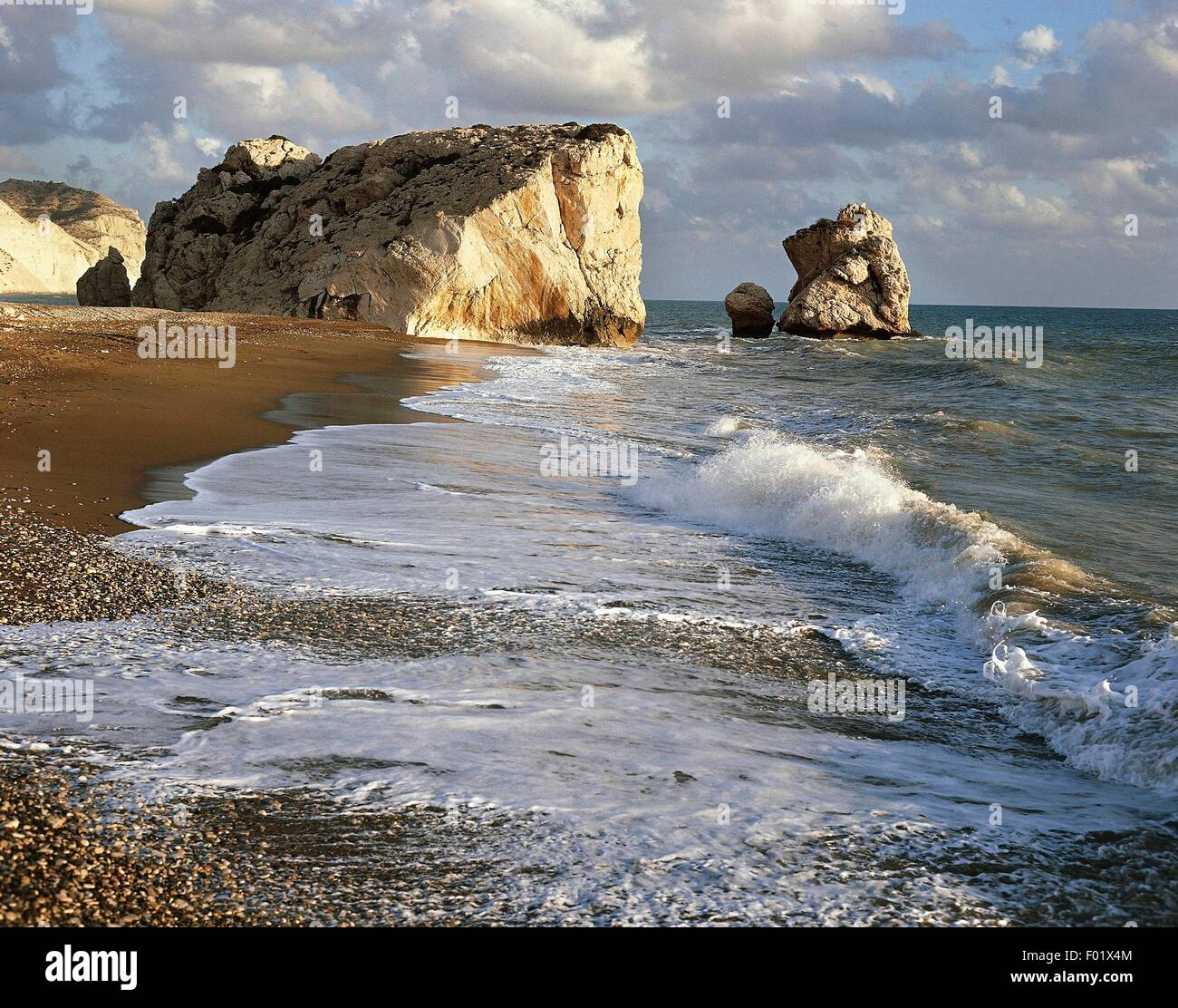 Petra tou Romiou (Rock of the Roman) stack and bay, which according to legend was the birthplace of Aphrodite, Paphos - Stock Image