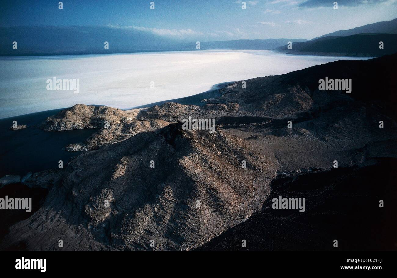View of Lake Assal, at 155 metres below sea level, the lowest point in Africa, Great Rift Valley, Djibouti. - Stock Image