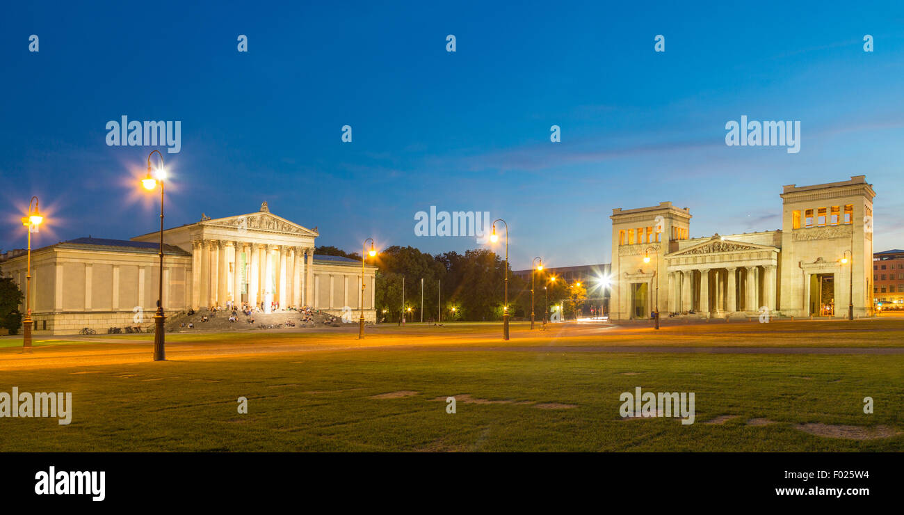 Königsplatz with the Propylaea and State Collection of Antiquities at dusk, Munich, Bavaria, Germany - Stock Image