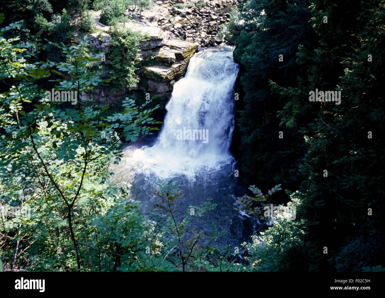 Doubs waterfall (Saut du Doubs), River Doubs Valley, Jura Mountains Regional Natural Park (Parc naturel regional - Stock Image