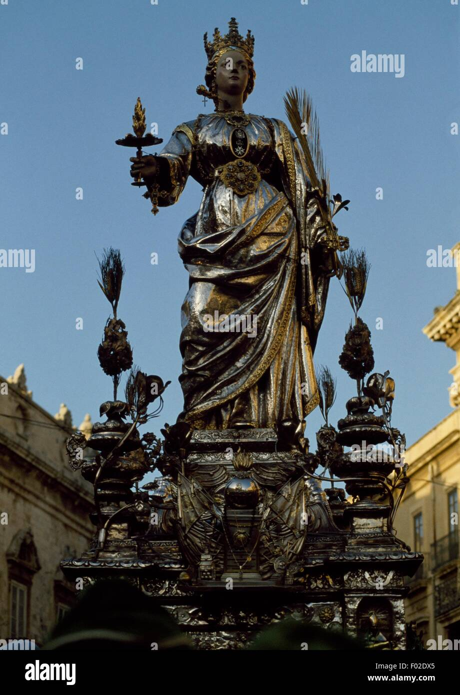 The statue of Saint Lucia carried in procession during the festival dedicated to the Saint, Syracuse, Sicily, Italy. - Stock Image